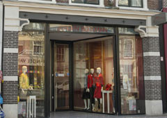 <p>Nieuwestad 78<br />8911 CW Leeuwarden<br />Tel: <a title=